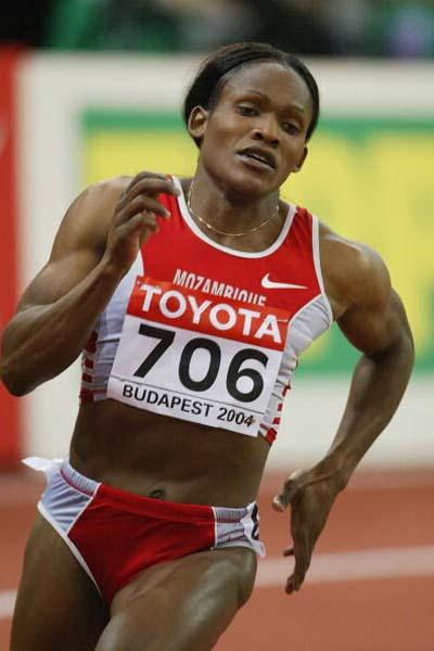Maria Mutola (MOZ) impressive in the 800m heats (Getty Images)