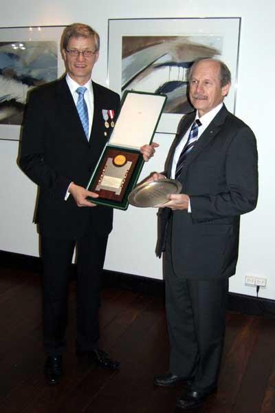Antti Pihlakoski and EAA President Hansjörg Wirz, holding IAAF and EAA gifts marking 100th anniversary (Chris Turner - IAAF)
