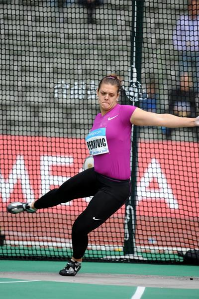 Sandra Perkovic in action at the 2010 Diamond League meeting in Brussels (Jiro Mochizuki)