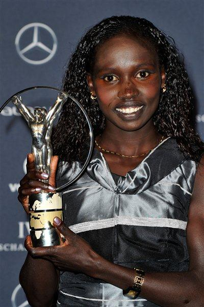 Vivian Cheruiyot with her Laureus Sportswoman of the Year Award (Getty Images)