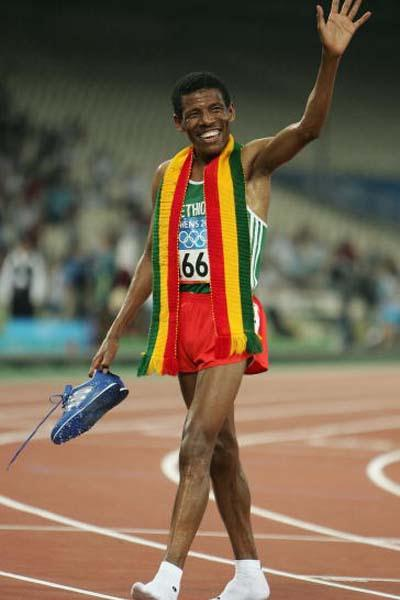 Haile Gebrselassie of Ethiopia bids farewell to the Athens crowd (Getty Images)
