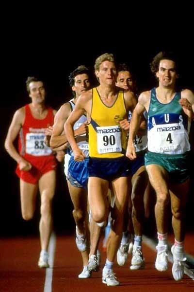 Steve Cram on the way to the World Mile record (3:46.32) in Oslo in 1985 (Getty Images)