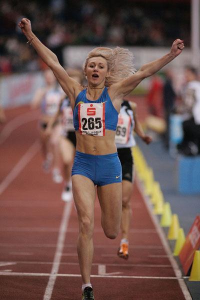 Tetyana Petlyuk winning the 800m at the 2006 Sparkassen Cup (Bongarts)