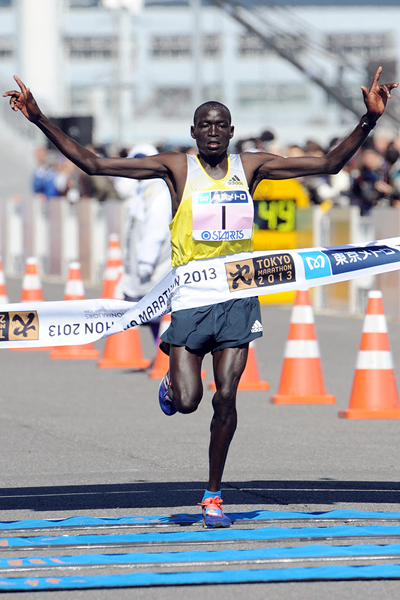 Kenya's Dennis Kimetto wins the 2013 Tokyo Marathon (AFP / Getty Images)