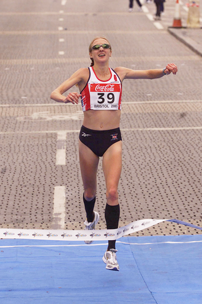 Paula Radcliffe wins the 2001 IAAF World Half Marathon Championships (Getty Images)