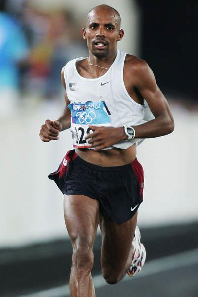 Mebrahtom Keflezighi en route to his silver medal performance in the 2004 Olympic Marathon (Getty Images)