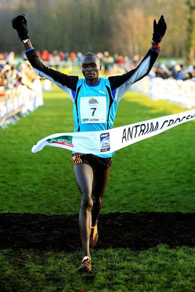 Thomas Ayeko winning at the IAAF Antrim International Cross Country 2013 (Mark Shearman)