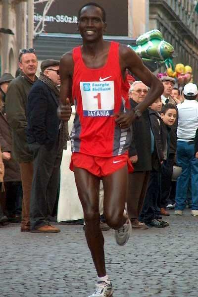 Paul Tergat running in Catania, Italy (Zorzi)