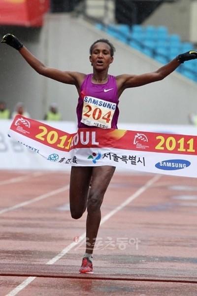 Ethiopian Robe Guta takes the Seoul International Marathon title in 2:26:51 (organisers)