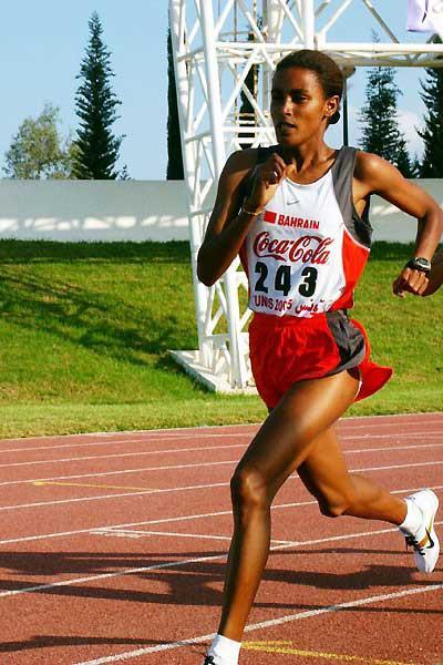 Maryam Yusef Jamal running in the 1500m at the Arab Championships (Slim Gomri)