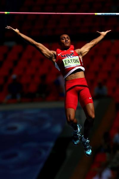 Ashton Eaton in the mens Decathlon Pole Vault at the IAAF World Athletics Championships Moscow 2013 (Getty Images)