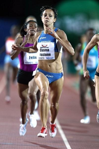 Elisa Cusma en route to her 800m victory in Rovereto (Giancarlo Colombo)