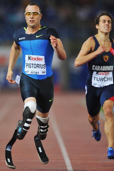 Oscar Pistorius runs a season's best of 46.62 in the men's 400m B race (Getty Images)