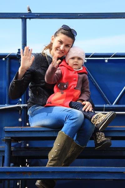 Anna Chicherova with daughter Nika (SPIKES)