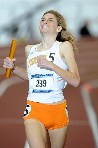 Sarah Bowman anchors the University of Tennessee to a world best in the distance medley relay (Kirby Lee)