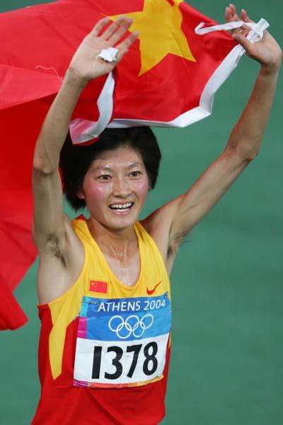 Xing Huina of China celebrates winning the women's 10,000m (Getty Images)