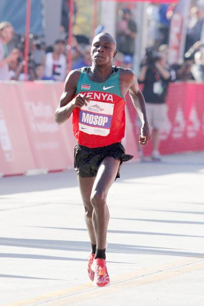 Moses Mosop, 2:05:37 course record in Chicago (Getty Images)