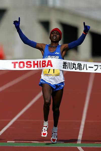 Kenya's Mekubo Mogusu wins in Marugame (Kazutaka Eguchi/Agence SHOT)
