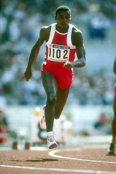 Carl Lewis (USA) running in the 1988 Seoul Olympics (Getty Images)