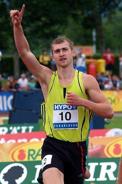 Andrei Krauchanka salutes his victory in Götzis (Lorenzo Sampaolo)