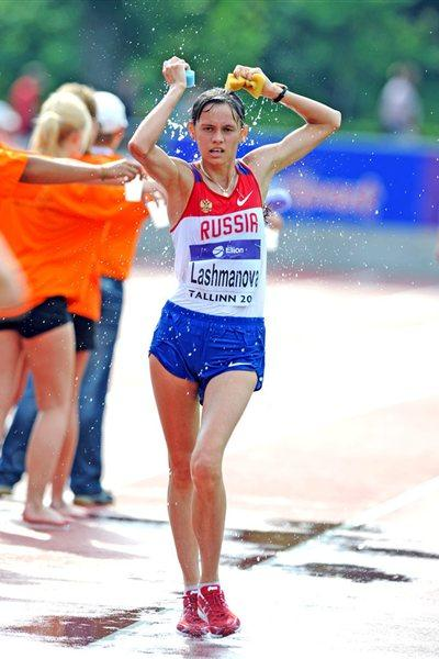 Yelena Lashmanova en route to a World junior record in the 10,000m Race Walk (Mark Shearman)