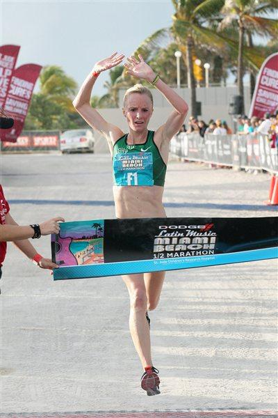Shalane Flanagan wins the 2011 Dodge Latin Music Miami Beach Half Marathon  (PhotoRun.net for Competitor Group)