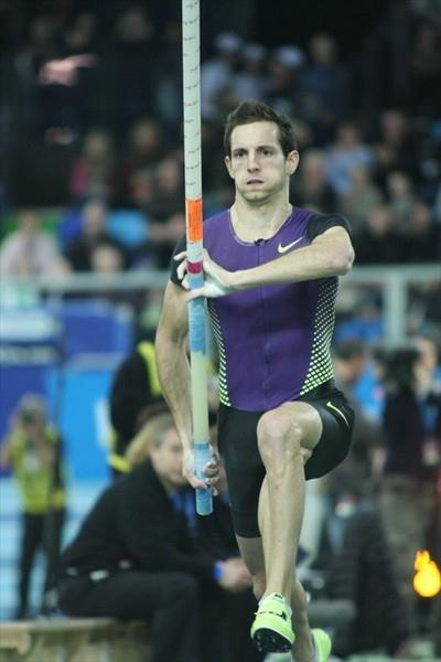 Renaud Lavillenie on the way to another 5.90m clearance, this time in Lievin (Thierry Plouy)