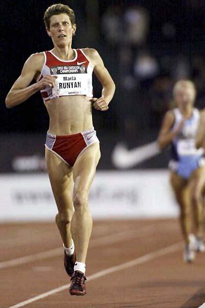 Marla Runyan takes 2003 US national 5000m title (Getty Images)