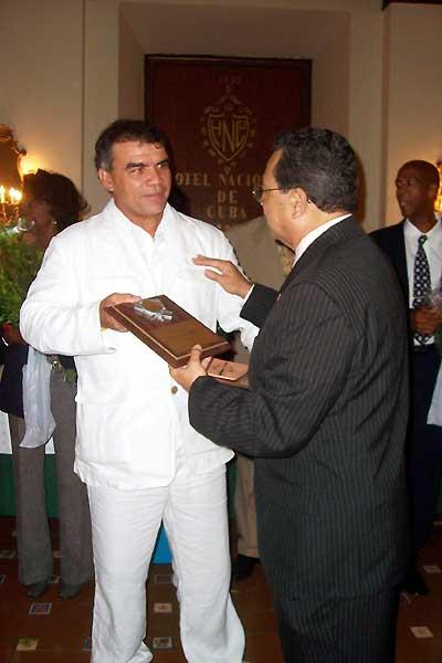 Dionisio Quintana, CAC Coach of the Year, with Victor Lopez in Havana (Javier Clavelo Robinson)