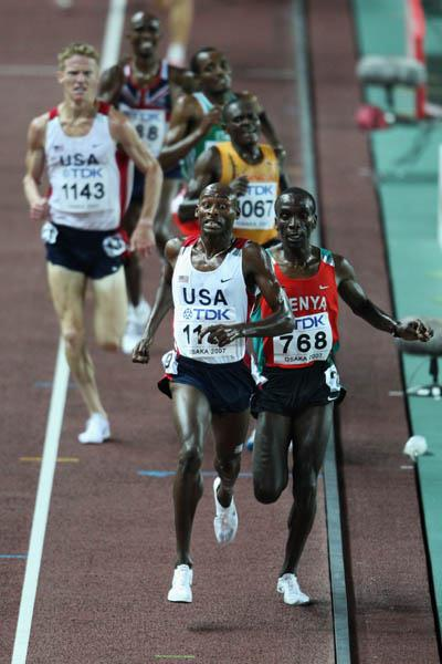 Bernard Lagat and Eliud Kipchoge sprint to the finish of the men's 5000m (Getty Images)