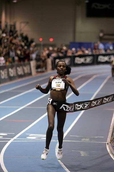 Tirunesh Dibaba wins the 5000m in Boston in a World indoor record in 2007 (Victah Sailer)