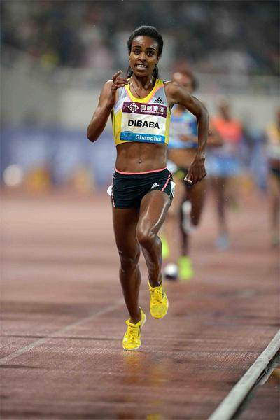 Genzebe Dibaba leads the 5000m at the Shanghai Diamond League (Jiro Mochizuki)
