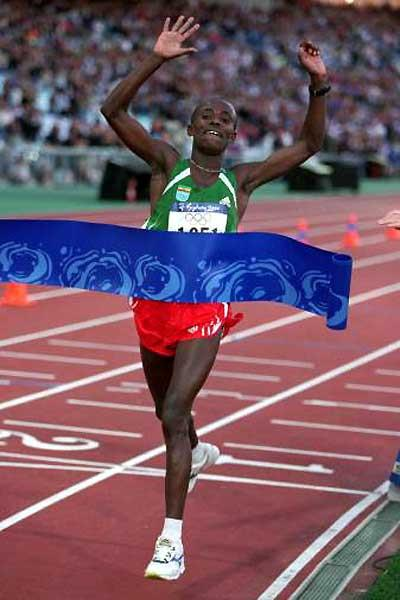 Gezahegne Abera (ETH) wins the 2000 Olympic Games marathon title (Getty Images)