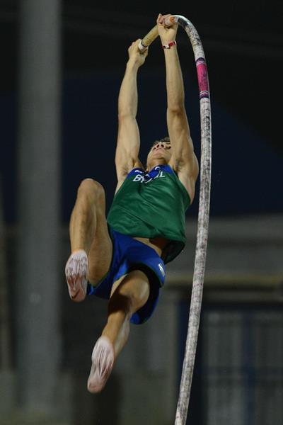 Thiago da Silva at the 2013 South American Championships (Eduardo Biscayart)