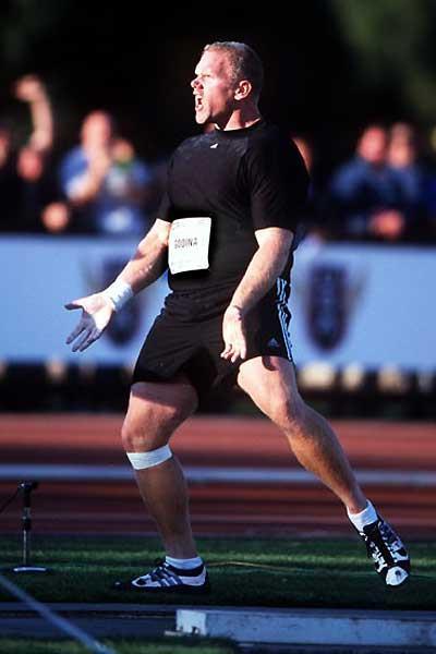 John Godina throwing at the 2003 Texas Relays (Kirby Lee)