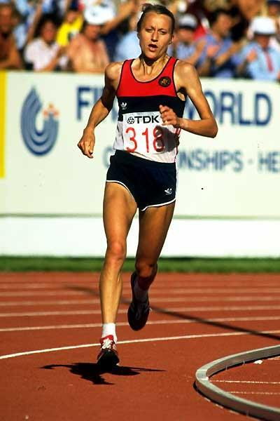 Grete Waitz races to the inaugural World Championship marathon title in Helsinki, 1983 (Getty Images)