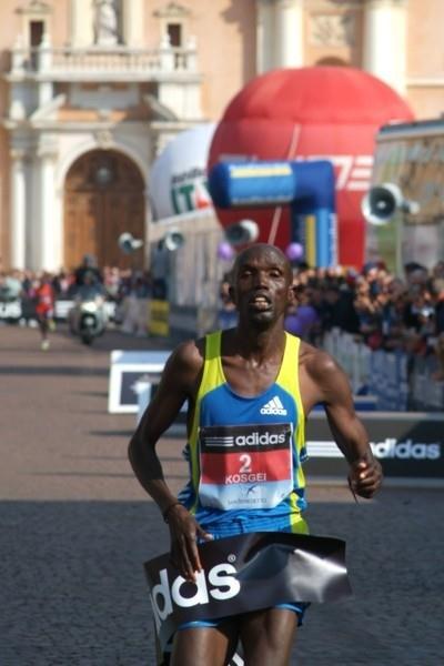 2:09:00 course record for Kosgei in Carpi (Freelance)