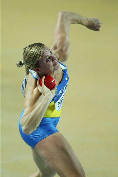 Natallia Dobrynska of Ukraine competes in the Women's Shot Put in the Pentathlon during day one - WIC Istanbul (Getty Images)