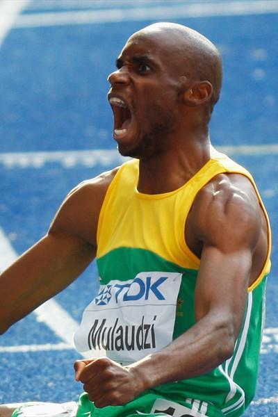 Mbulaeni Mulaudzi of South Africa celebrates winning the world 800m title (Getty Images)