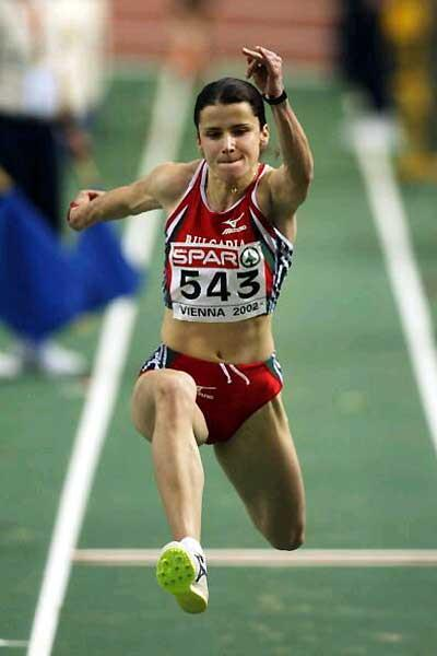 Tereza Marinova (Bulgaria) competing at the 2002 European Indoor Championships (Getty Images)
