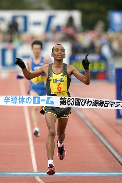 Big PB for Yared Asmeron at the Lake Biwa Marathon (Victah Sailer)