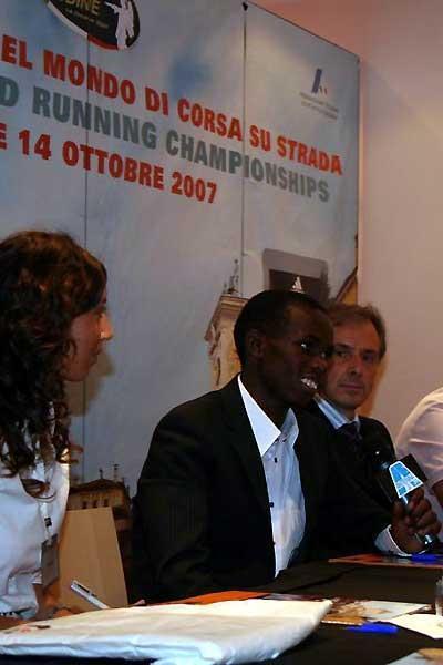 Samuel Wanjiru at the press conference in Udine (c)
