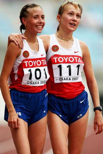 Olga Kaniskina (101) and Tatyana Shemyakina (111) wins the 20km Race Walk (Getty Images)