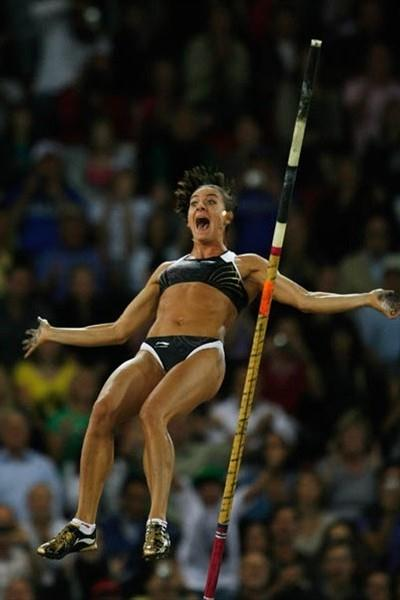 Yelena Isinbayeva clears 5.06m in Zurich to set a World Record in the Pole Vault (Getty Images)