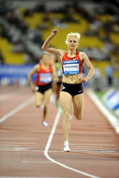 Anna Mishchenko en route to a dominating 1500m win in Doha (Jiro Mochizuki)