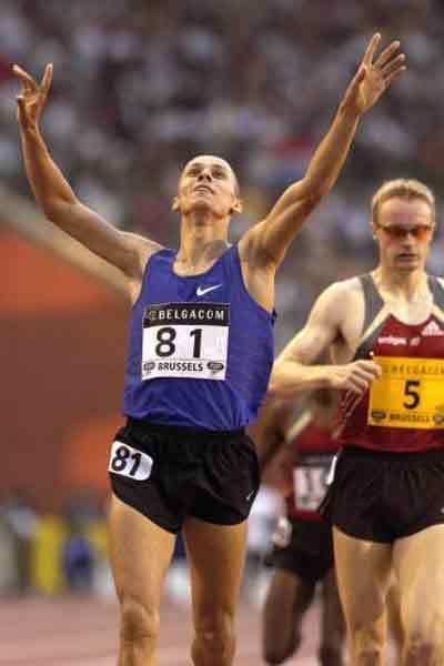 Yuriy Borzakovskiy wins Brussels 800 (© Allsport)