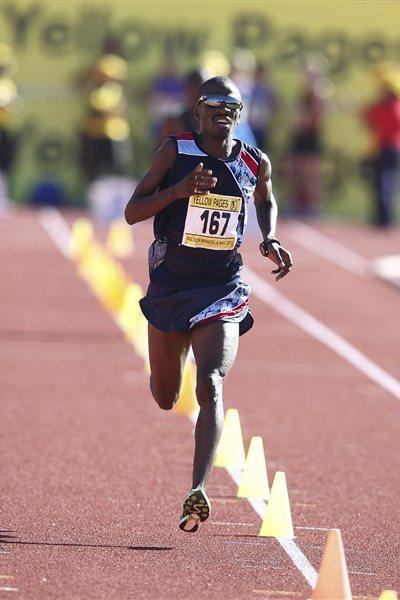Stephen Mokoka on his way to victory at the South African Championships (Roger Sedres - Image SA)