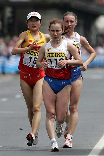 Vera Sokolova  leads fellow Russian Aleksandra Kudryashova (r), and China's Chai Xue (l) (Getty Images)