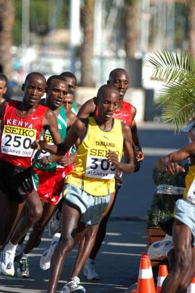 Leading pack in action (IAAF)