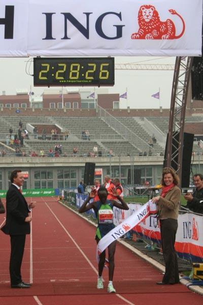 Rose Cheruiyot takes a commanding win in Amsterdam (Race organisers)